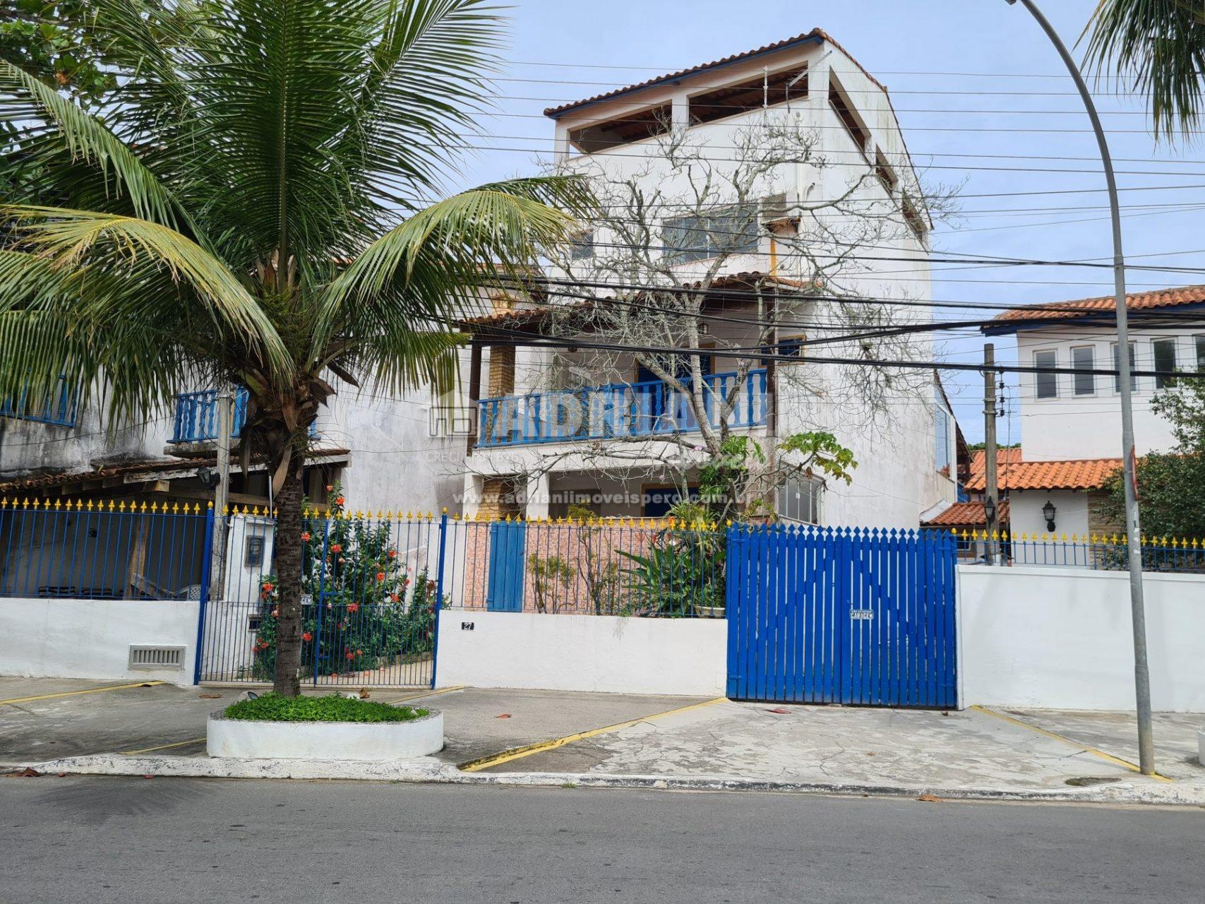 Cód:  370   Casa Peró de 4 andares vista mar.